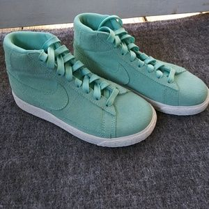 Other - 🆕💛NIKE BLAZER MID SNEAKERS💛🆕
